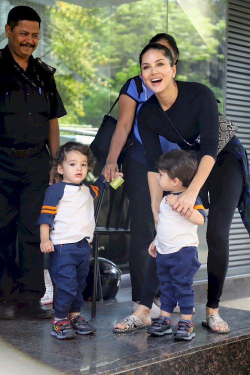 Sunny Leone and kids spotted at Juhu./Pic by News Helpline