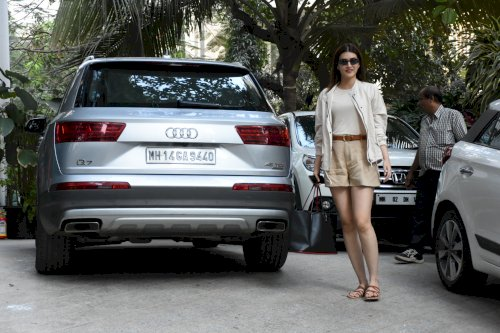 Kriti Sanon spotted in Santacruz. /Pic News Helpline