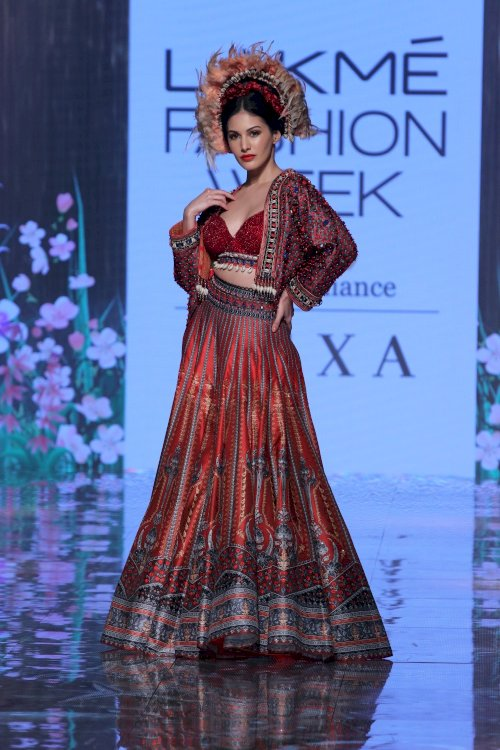Amyra Dastur & Malavika Mohanan on ramp in Lakme Fashion Week 2020. /Pics by News Helpline